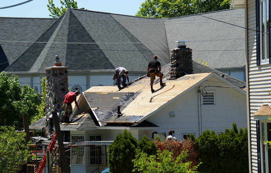 professional roofer working on TPO roofing